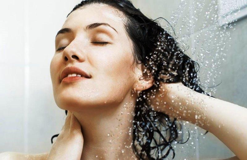 Νερό της βρύσης και λούσιμο – Το «κακό» που κάνετε στα μαλλιά σας